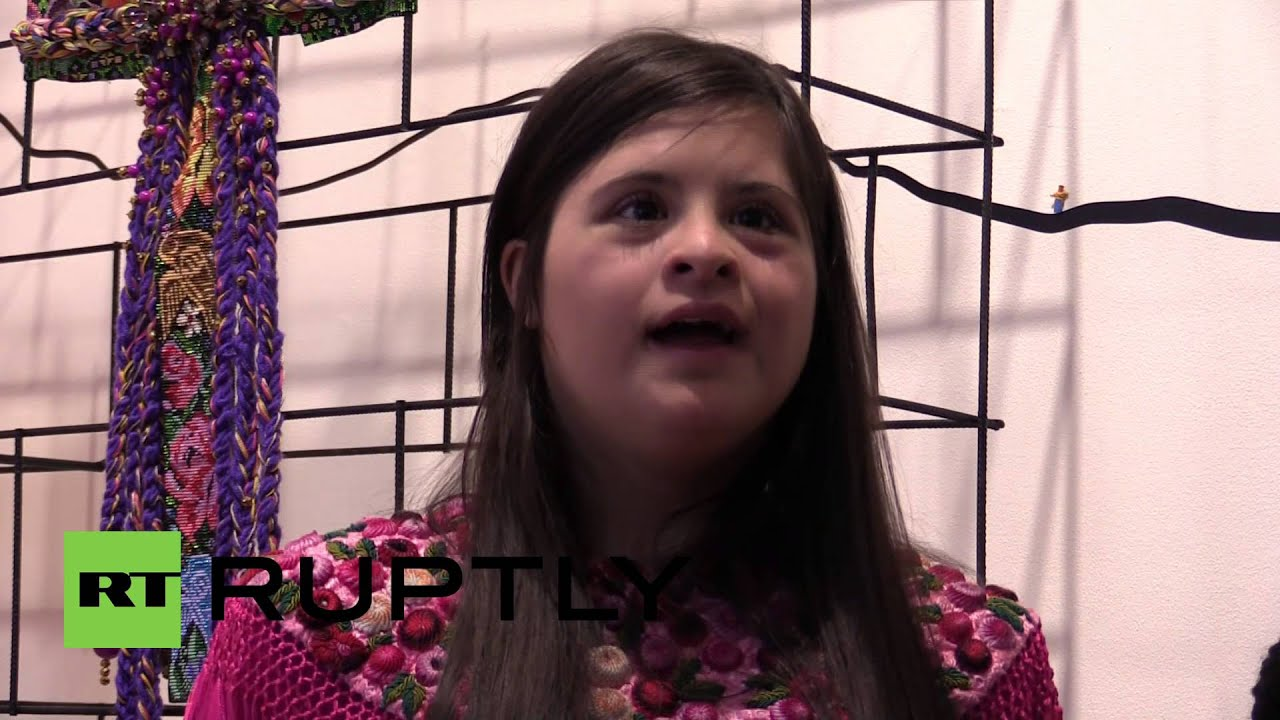 Uk Isabella Springmuhl Becomes First Designer With Down Syndrome At London Fashion Week Youtube