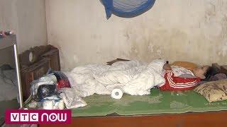 Thắt lòng cảnh mẹ liệt giường bên con tâm thần | VTC9