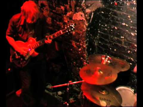 Sci'enta Dystene: Thelma Tixou- The First Chords of Snow After Distance Live @  12 Bar Club