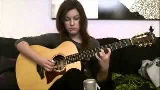 Красивая девушка классно играет на гитаре!