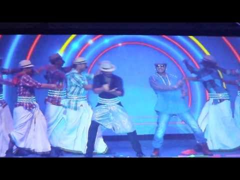 Shah Rukh Khan 'Lungi Dance' LIVE With Yo Yo Honey Singh At 'Access All Areas' Concert Dubai 2013
