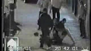 Polizei schlägt sich ( Brutale Schlägerei  ) !!!