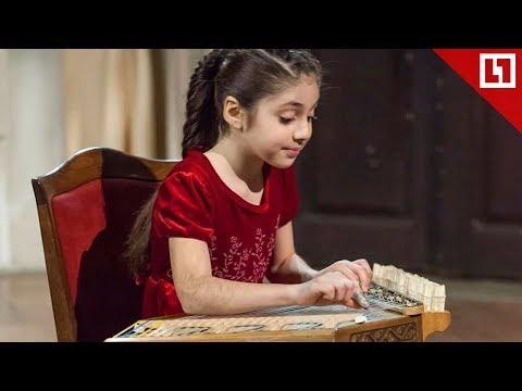 Малышка играет Despacito на каноне