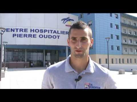 OL TV - Visite de Maxime Gonalons au CHPO 10/09/15