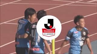 相手最終ラインでボールを奪い去った中村 憲剛(川崎F)が左足でのシュ...