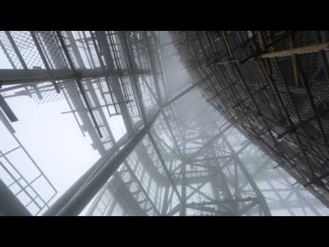 Shanghai Tower Construction update - Typhoon hits the top of the building