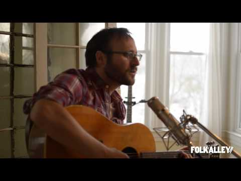 "Folk Alley Sessions: Robby Hecht - ""The Sea and The Shore"""