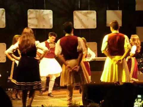 Ansamblul aromân Pilisterlu - Aromanian music, dance Aromanian.wmv