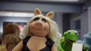 Kermit and Miss Piggy - Behind the Scenes of The Muppets
