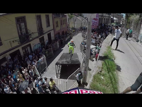 Follow the Leader Urban Downhill MTB Edition | Red Bull Valparaíso
