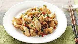 材料: 杏鮑菇、太白粉、蔥花、蒜末、辣椒末、鹽、味精做法: 1.杏鮑菇...