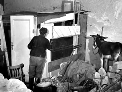 Roberto De Simone    Bella figliola ca te chiammi Rosa   Napoli  anni '40