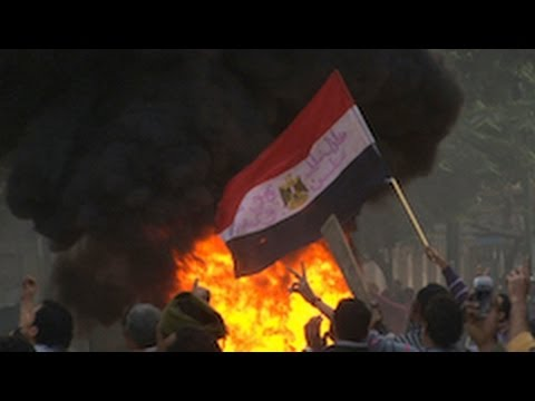 """Battle Rages in Cairo as """"Thugs"""" and Army Attack Protesters"""
