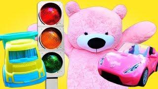 Видео про машинки для детей. Клоун работает парковщиком!