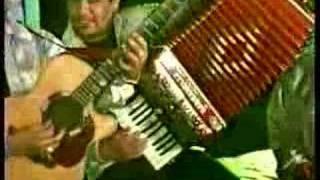 Play Me Dan Ganas De Llorar
