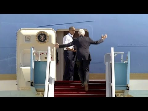 Obama urges Bill Clinton to hurry up boarding the plane