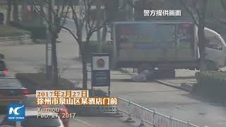 Những màn thoát chết khó tin của người tham gia giao thông ở Giang Tô, Trung Quốc