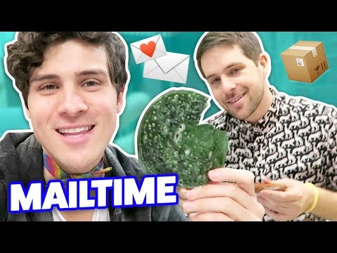 HOMEMADE GLITTER BBQ SAUCE IN OUR MAIL?!