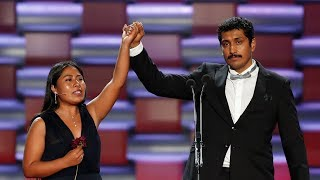 Emotivo momento de los Premios Platino protagonizado por Yalitza Aparicio y Tenoch Huerta
