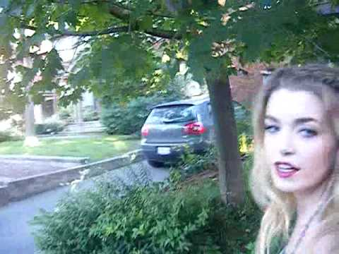 Britt & Carly on the set of When It Ain't Rainin'