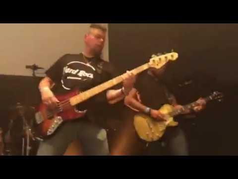Hard Rock Karaoke band - Killing in the name of (short clip)