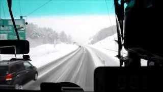 雪の東海北陸道を普通に走る高速バス