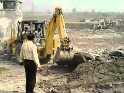 Nirankari Sewadar Clearing Big Stones By Munish Pinjore .3gp