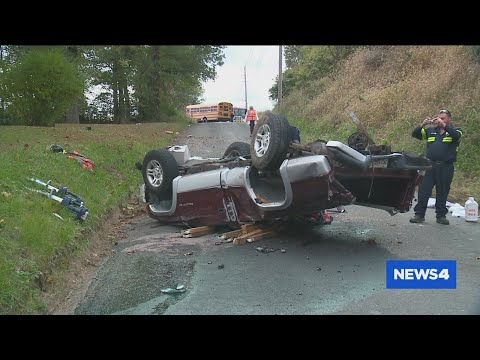 Metro East man rushes to save two teens in horrific crash in