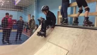 Уроки агрессивного катания на роликах в скейтпарке СПОТ. Школа Роллер Омск