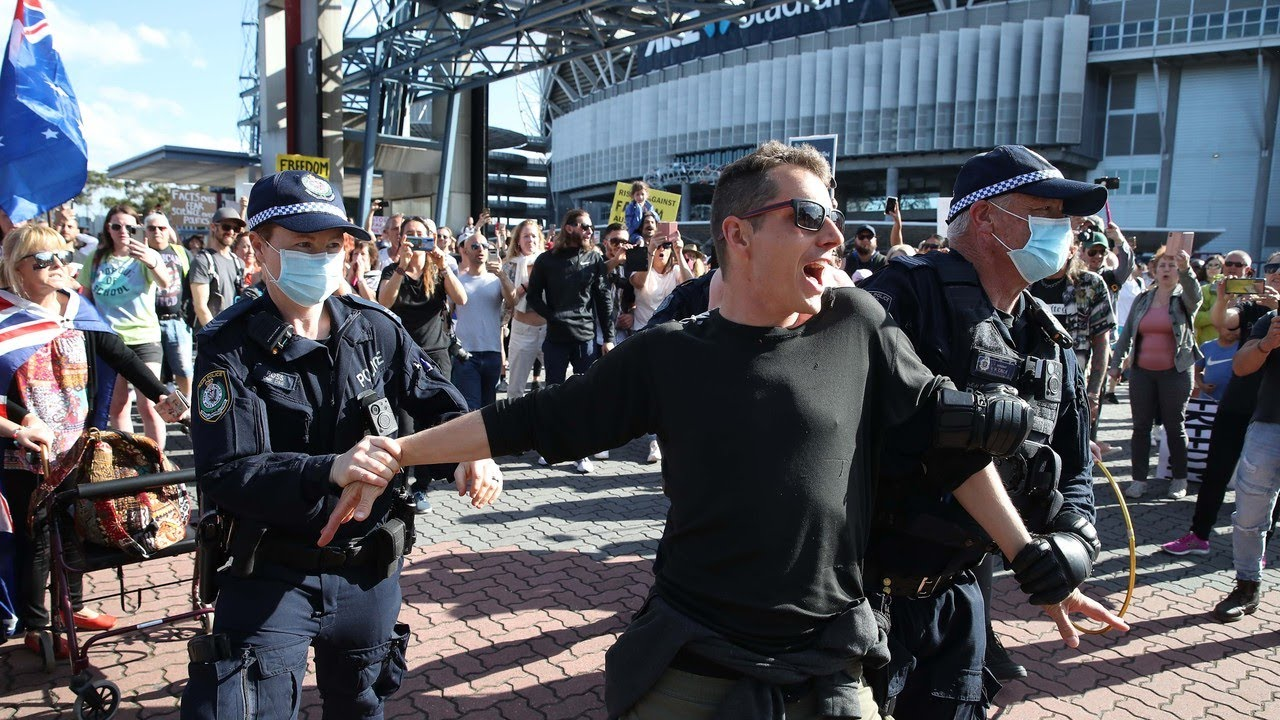 Freedom Day protesters gather in Sydney in solidarity with Vic anti-lockdown protesters