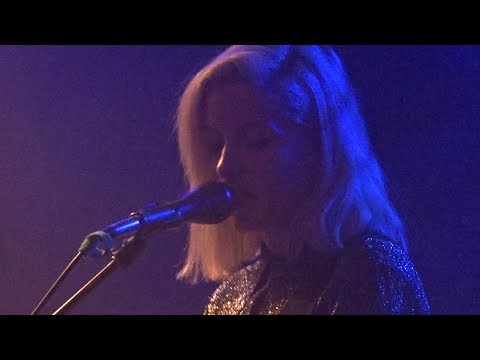 Alvvays - Saved By A Waif / Adult Diversion, Bitterzoet 18-09-2017