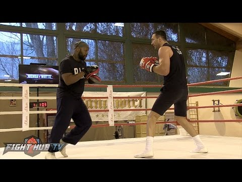 Wladimir Klitschko BLASTS the Mitts with vintage STEELHAMMER RIGHT HANDS!