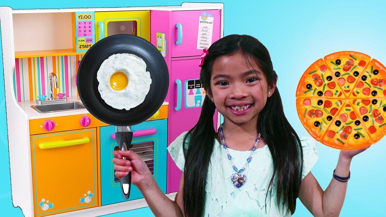 Emma Pretend Cooks w/ Cute Kitchen & Food Truck Toy