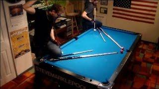 بالفيديو.. أمريكيان يستعرضان مهارتهما على طاولة البلياردو