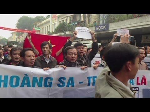 Vietnamese stage anti-China rallies