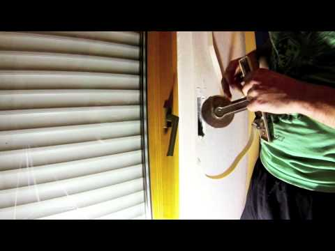replacing the cord of a roller shutter doovi. Black Bedroom Furniture Sets. Home Design Ideas