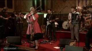 Eliza Carthy and The Wayward Band - Cobblers Hornpipe