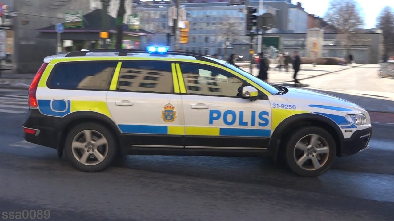 polis volvo xc70 x 2 stockholm se youtube. Black Bedroom Furniture Sets. Home Design Ideas