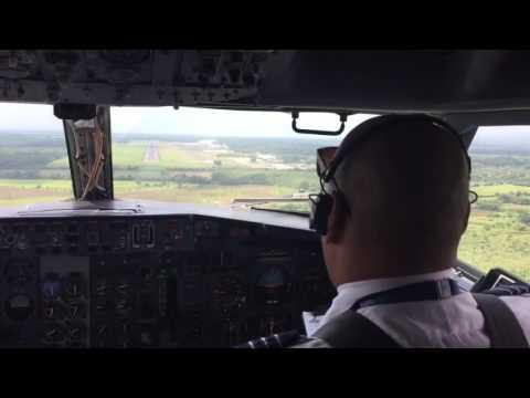 737-400 Landing in El Salvador