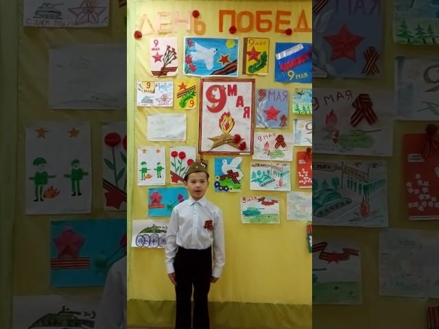 Изображение предпросмотра прочтения – АмирГарипов читает произведение «Ещё тогда нас не было на свете,» МихаилаВладимировичаВладимова