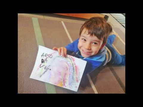 Os alumnos do CEIP da Laxe celebran as letras galegas dándolles uso