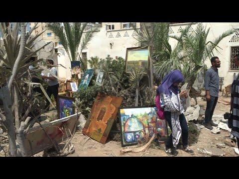 Gaza: des artistes exposent leurs oeuvres dans les décombres
