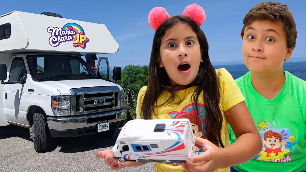 Maria Clara e JP transformam um Motorhome de brinquedo em um trailer de verdade!