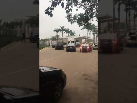 JUST IN: Security Agents Block NASS Entrance, Stop Senators, Staff From Entering (Video)
