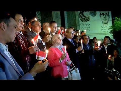 نقابة الصحفيين المصرية تنظم وقفة بالشموع لروح ضحايا هجوم سيناء  - 07:21-2017 / 11 / 28