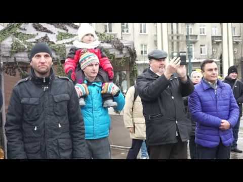 """Filmas """"Zero III"""" pristatytas prie Seimo uždegus simbolinius laužus"""