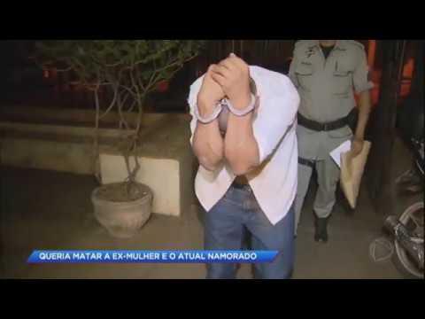 Homem ciumento tenta matar a ex-mulher e o atual namorado dela a facadas