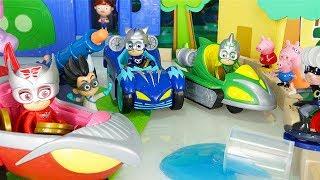Il Gran Premio dei Pj Masks Super Pigiamini con le macchine Turbo Blast! [Storie con giocattoli]