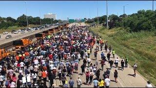 À Chicago, ces manifestants anti-armes à feu ont bloqué une autoroute