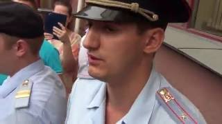 Полиция разгоняет граждан свой страны